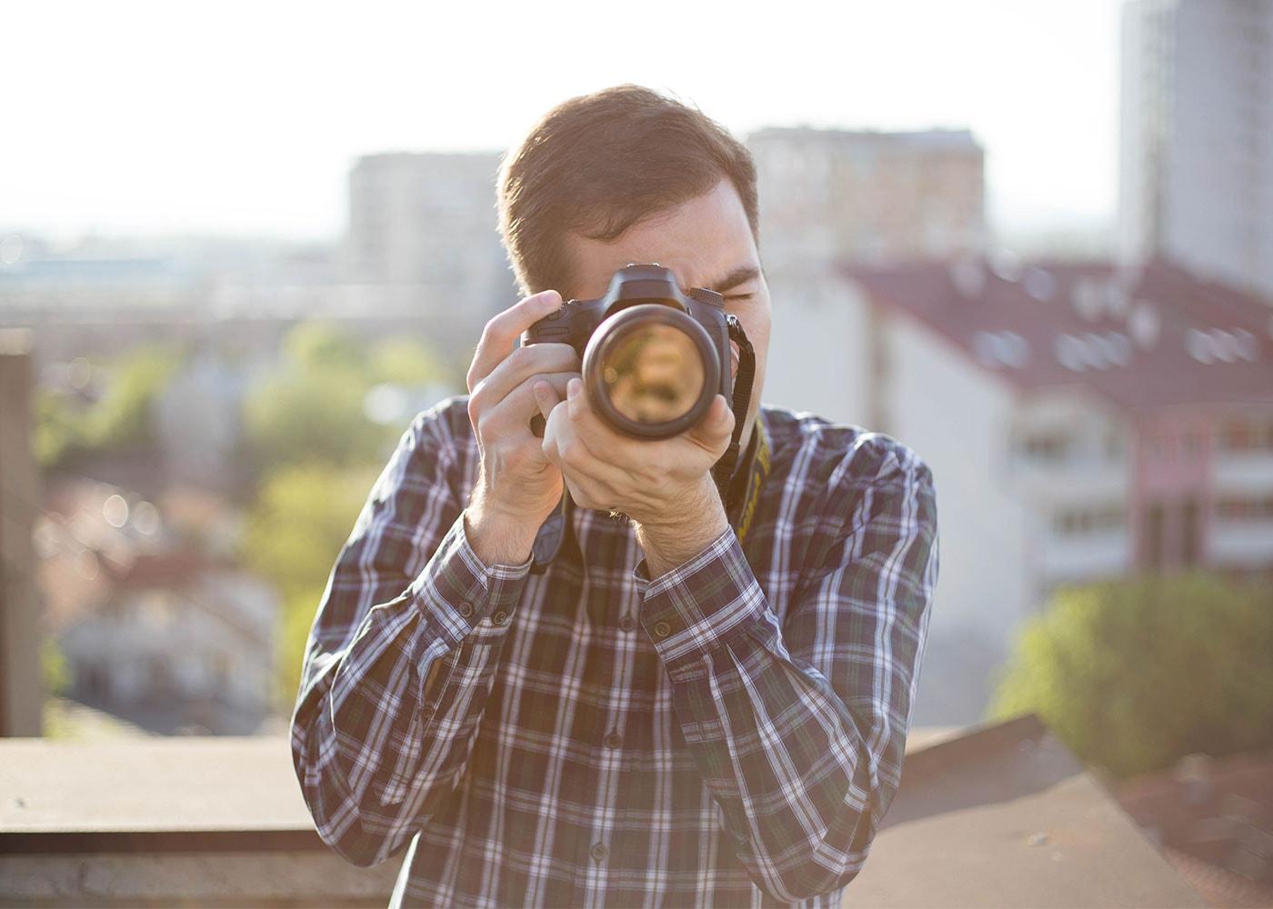 Kompakte Körperhaltung ist wichtig beim Fotografieren