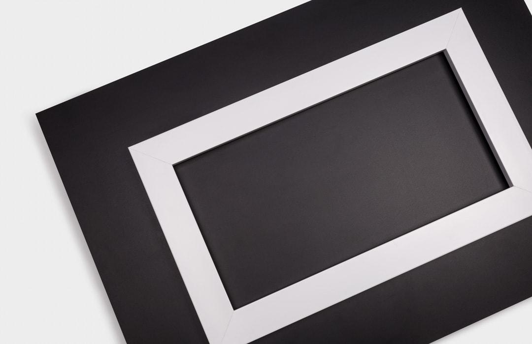 Système d'accrochage pour plexiglas photo
