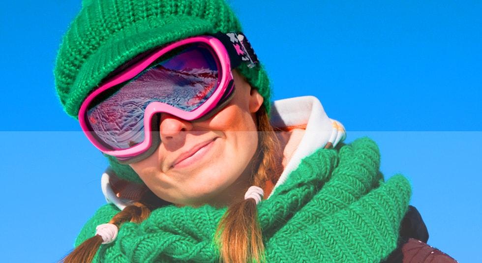 Extra opties Hoogglans Voorbeeld - Vrouw met roze skibril, groene sjaal en muts