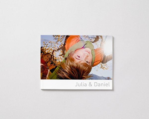 Fotoboek Voorbeeld Sofcover Liggend - Kind in schommel M