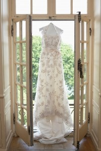 Unmissable wedding photos: the hanging dress