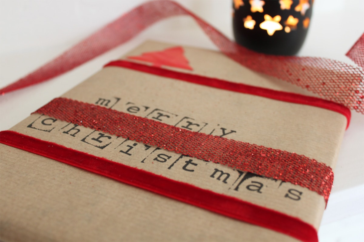 gift-wrapping-ideas-christmas-stamp-1