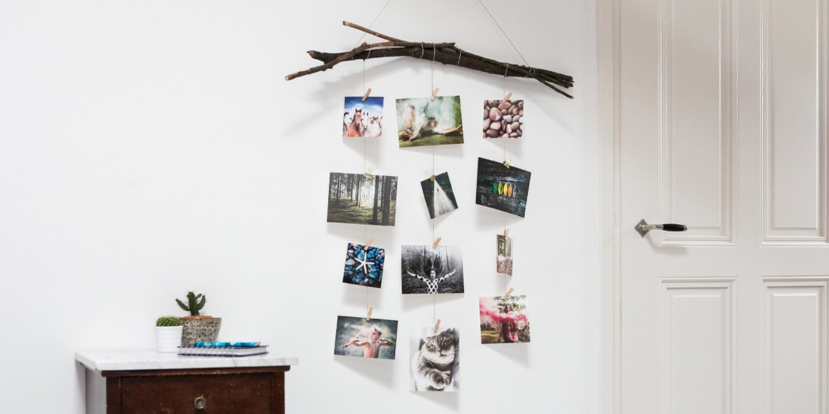 Diy photo wall ideas wall hanging bonusprint blog for Hanging pictures on walls ideas