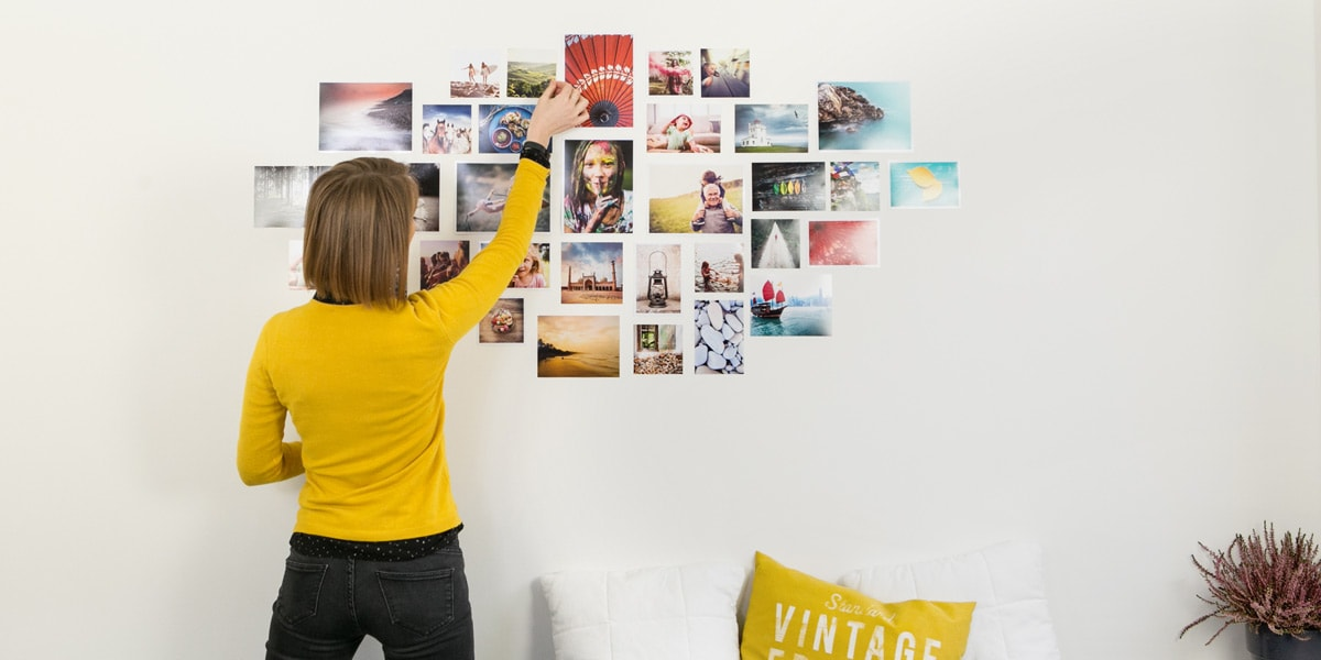 Collage de photos sur le mur
