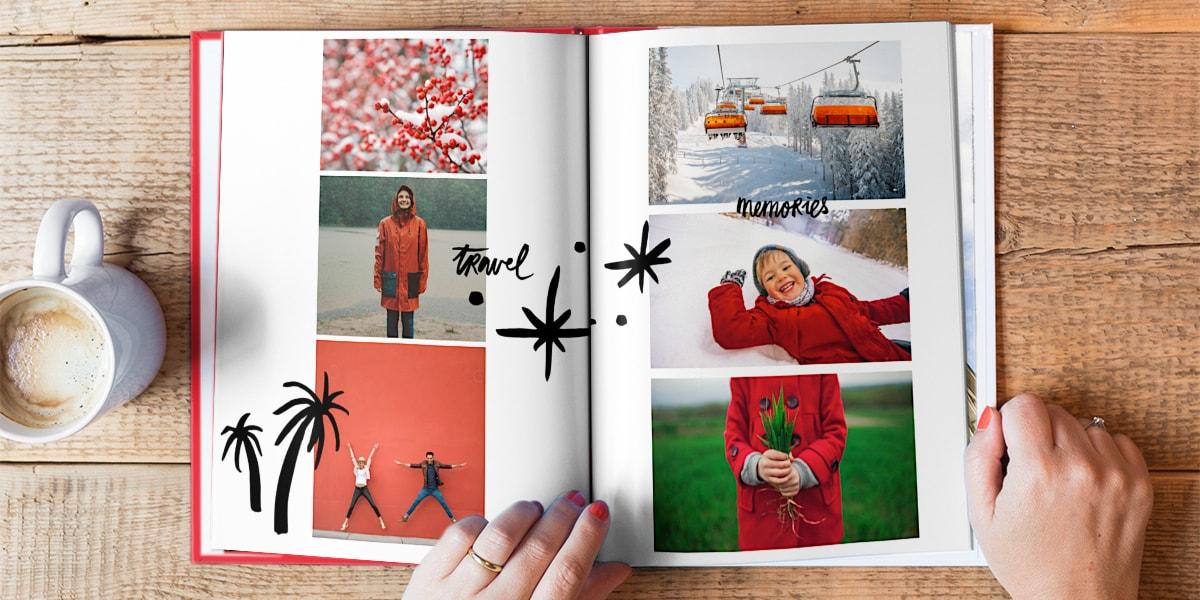 En fotobok ligger öppen på ett träbord. Fotobokens alla bilder har  likartade röda färger 913ab29452dd9